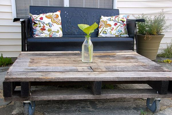 Rustic-Outdoor-Pallet-Table