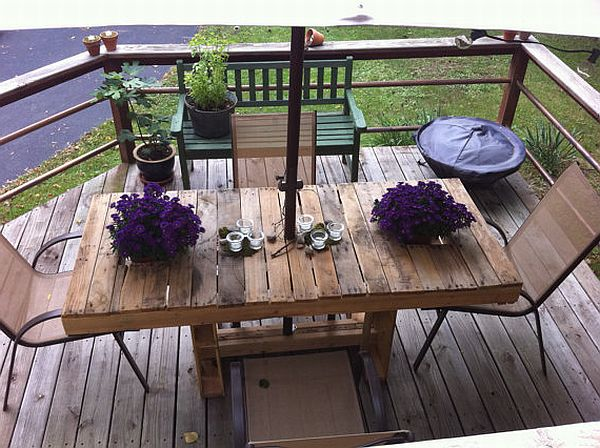 Wood-Pallet-Patio-Table