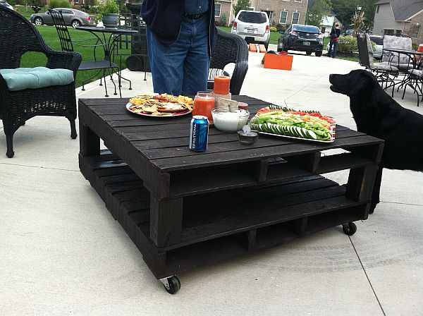 black-pallet-coffee-table